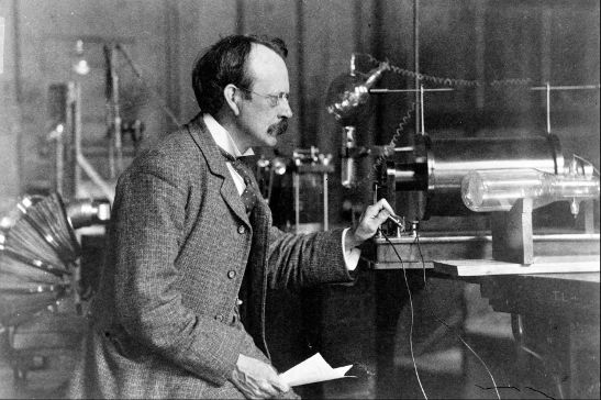 JJ Thomson lecture demonstration with the Braun cathode ray tube (P45)